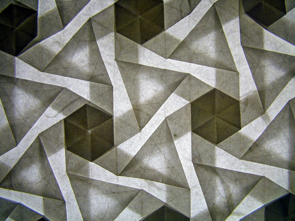 Pinwheel tessellation, version 2, reverse, backlit (Eric Gjerde/flickr.com)