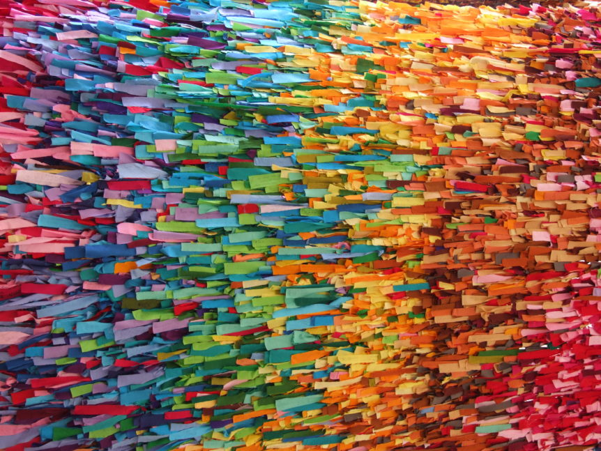 Rainbow of Ribbons (Fleur/flickr.com)